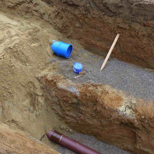 Einfache Zuordnung: Auch nach Jahren ist die unterschiedliche Farbgebung der blauen Regenwasser- und braunen Schmutzwasserleitung noch zweifelsfrei zu erkennen. Foto: Funke Kunststoffe GmbH