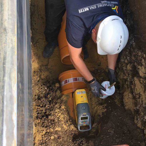Bei Kanalbaumaßnahmen setzen die Stadtwerke Jena Netze auf Qualifikationsnachweise wie das Gütezeichen Kanalbau. Foto: Stadtwerke Jena Netze