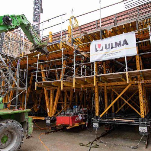 Stadtbahnlinie U6 in Stuttgart: Für den Bau der Tunneldecke im Rahmen der Erstellung eines unterirdischen Teilabschnitts kam ein von der ULMA Construction GmbH, Rödermark, individuell auf den veränderlichen Tunnelquerschnitt zugeschnittener Tunnelschalwagen MK zum Einsatz. Foto: L. Mangold, ULMA Construction GmbH