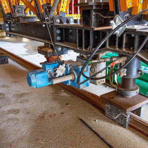Um ein sicheres, einwandfreies Ausschalen des Betons zu ermöglichen, ist die MK-Schalwagen-Konstruktion hydraulisch absenkbar. Foto: L. Mangold, ULMA Construction GmbH