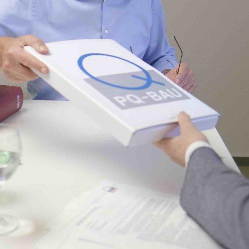 Bei der Präqualifikation-VOB werden die Nachweise zur rechtlich-wirtschaftlichen Eignung eines Unternehmens geprüft und zusammengestellt. Foto: PQ-Bau GmbH