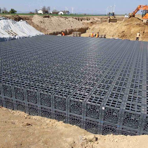 Beeindruckende Abmessungen: Die Rigolenfläche misst 93 x 15 m. Insgesamt 7.750 D-Raintank 3000®-Elemente kommen im Neubaugebiet in Herxheim zum Einsatz. Foto: Funke Kunststoffe GmbH