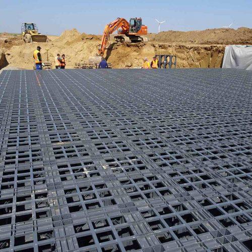 Die Versickerungsanlage mit D-Raintank 3000®-Elementen sorgt mit ihrer hohen Speicherfähigkeit für ein zuverlässiges Regenwassermanagement im Neubaugebiet Herxheim.  Foto: Funke Kunststoffe GmbH