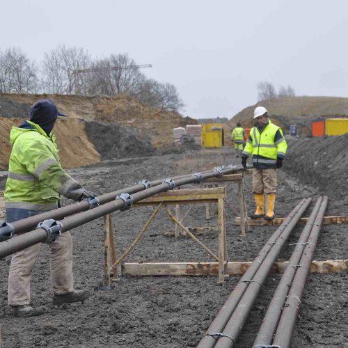 Vorbereitung der Stahltragglieder mit den Korbabstandhaltern. Foto: thyssenkrupp Infrastructure