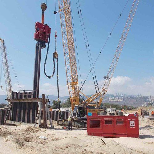 Die Servicemonteure der thyssenkrupp Infrastructure sind weltweit im Einsatz: Hier zum Beispiel in Haifa, Israel, bei der Wartung der freireitenden Systeme MS 62 und MSA 1050. Foto: thyssenkrupp Infrastructure