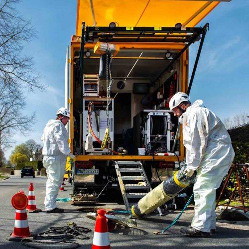 eMulti-Anlagen gehört die Zukunft: Bei Sanierungsarbeiten können die leistungsstarken und dabei leisen Aggregate äußerst flexibel und wirtschaftlich eingesetzt werden. Foto: DIRINGER & SCHEIDEL ROHRSANIERUNG