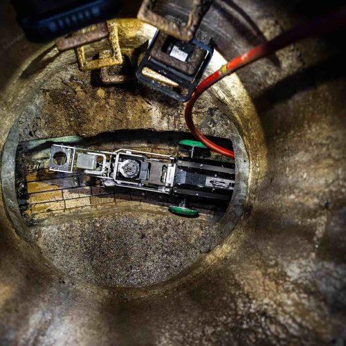 Deutlich leiser, weniger reparaturanfällig und wartungsarm: Ein wesentlicher Vorteil der PI.TRON-Komponenten ergibt sich aus dem elektrischen Antrieb.  Foto: DIRINGER & SCHEIDEL ROHRSANIERUNG