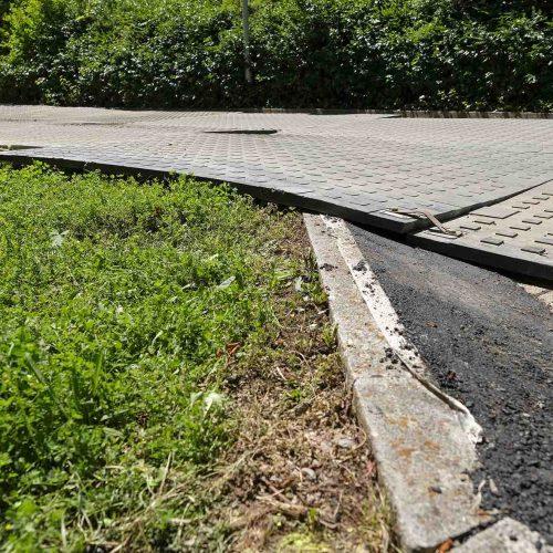 Aufgrund ihrer Werkstoffeigenschaften passen sich die Panels auch bei schwierigeren Untergründen flexibel an. Foto: thyssenkrupp Infrastructure