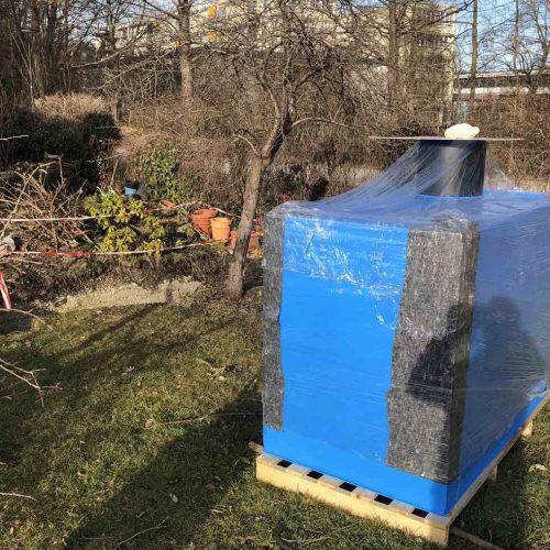 Anlieferung der KS-Bluebox® auf Palette. Sie verfügt über ein Fassungsvermögen von rund 2m3. Foto: Funke Kunststoffe GmbH