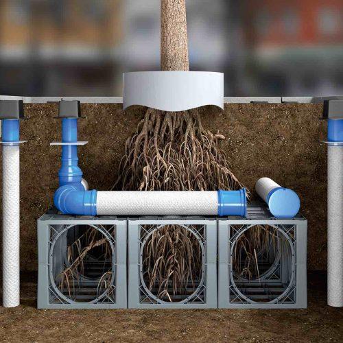 Das Funke-rundum-sorglos-Paket für die Bewässerung und die Belüftung einzelner Bäume besteht aus Baumwurzelbelüfter (l. u. r.), Baumbewässerungswinkel (Mitte), Gießring (oben), Funke-D-Raintank 3000® (unten). Foto: Funke Kunststoffe