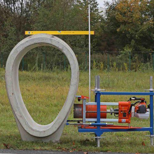 Eine ebenfalls neu entwickelte Horizontal-Bohrkonsole sorgt für die fachgerechte, rechtwinkelige und maßhaltige Erstellung der erforderlichen Kernbohrung im Eiprofil. Foto: Funke Kunststoffe GmbH