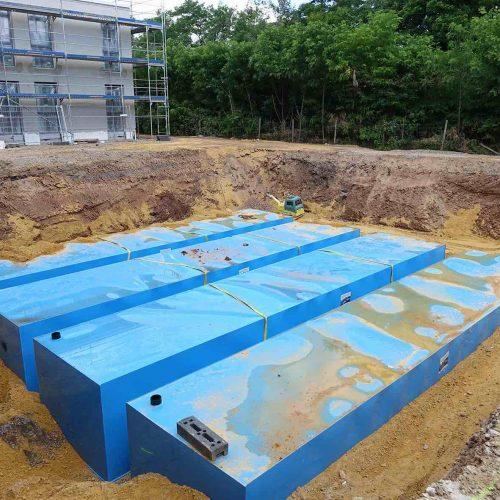 Die vier miteinander verbundenen KS-Bluebox®-Elemente von Funke haben jeweils ein Fassungsvermögen von rund 50.000 Litern.  Foto: Funke Kunststoffe