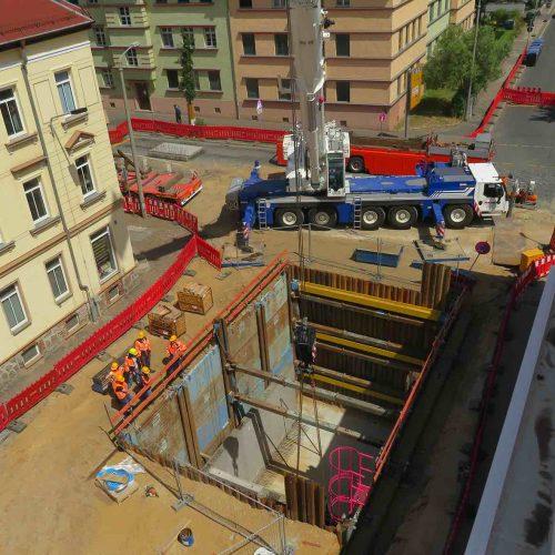 Baugrube XXL: Für die Sicherung der rund 13 Meter langen, 8 Meter breiten und 8,50 Meter tiefen Baugrube kam der Linearverbau zum Einsatz. Foto: REIF Baugesellschaft