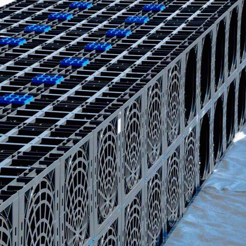 Die gerasterten Seitenplatten der D-Raintank 3000®-Elemente ermöglichen den Anschluss von Rohren in den Nennweiten DN/OD 110 bis 200. Foto: Funke Kunststoffe
