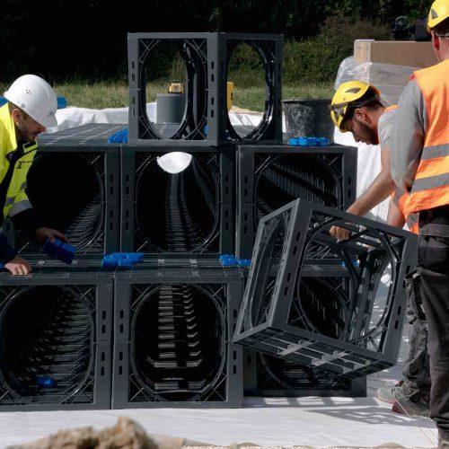 An der Einbaustelle sind die D-Raintank 3000®-Elemente leicht zu handhaben. Foto: Funke Kunststoffe