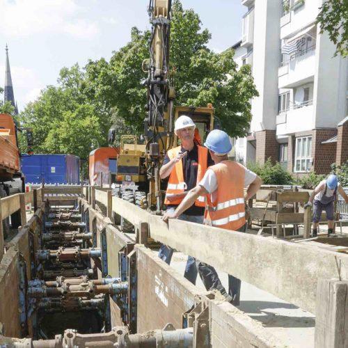 Entsprechend der Güte- und Prüfbestimmungen besuchen die Prüfingenieure regelmäßig die Baustellen der Mitgliedsunternehmen. Foto: Güteschutz Kanalbau
