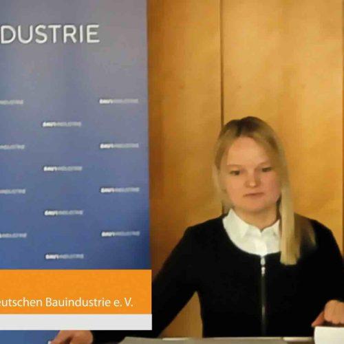 Live aus Berlin zugeschaltet auch Anne Magiera, die über aktuelle arbeits- und tarifpolitische Themen berichtete. Foto: rbv