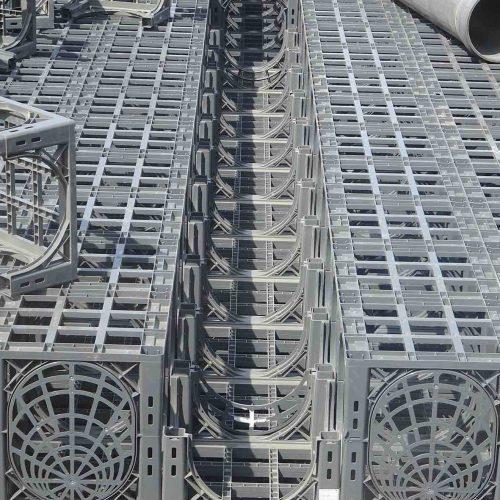 Die Konstruktion der D-Raintank 3000®-Elemente erlaubt den Einbau von Spül- und Sedimentationsrohren an praktisch jeder gewünschten Stelle.  Foto: Funke Kunststoffe