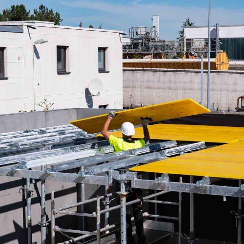 Alle ONADEK-Systemteile sind aus hochfestem Stahl gefertigt und feuerverzinkt. Im Vergleich zu konventionellen H20-Decken gehören Folgekosten, verursacht etwa durch beschädigte oder zurückgeschnittene H20-Träger, damit weitestgehend der Vergangenheit an. Foto: ULMA Construction GmbH