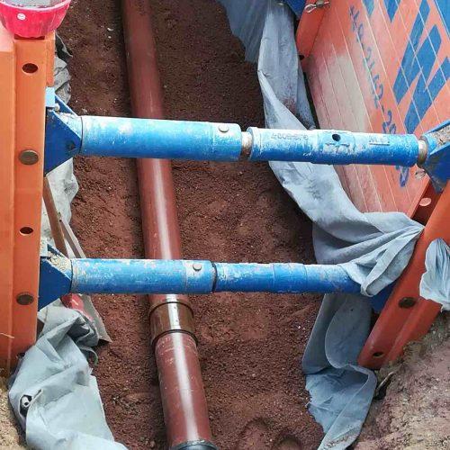 Schmutzwasserleitungen werden mit HS®-Kanalrohren in braun verlegt. Foto: Ingenieurbüro Temme