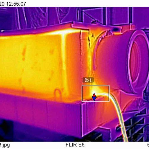 Bei den Untersuchungen wurde das FABEKUN®-Rohr von außen aufgeheizt und die Temperaturentwicklung mit einer Wärmebildkamera beobachtet. Foto: Gebr. Fasel Betonwerk