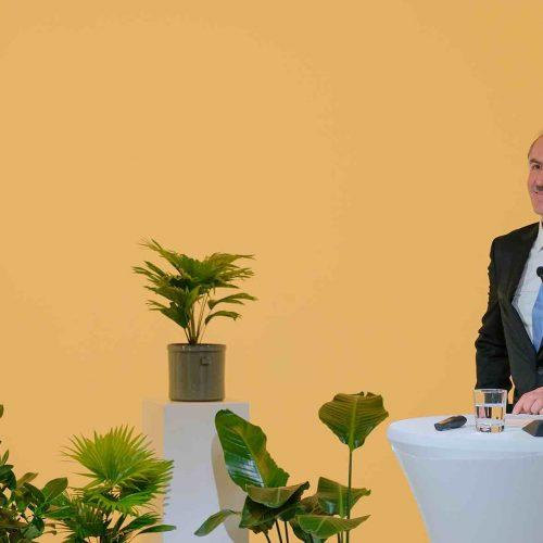 """Nach fast 10-jähriger Tätigkeit im Amt des rbv-Vizepräsidenten stand Manfred Vogelbacher bei der diesjährigen Versammlung nicht mehr zur Wiederwahl zur Verfügung. """"Ich möchte den Platz freimachen für jüngere Kollegen"""", begründete Vogelbacher seine Entscheidung. Foto: rbv"""