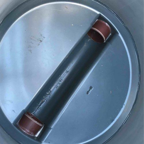 Blick von oben in den Funke Kunststoffschacht DN 1000: Er verfügt im Schachtboden über Gerinneformen, die individuell gefertigt werden können. Foto: Funke Kunststoffe