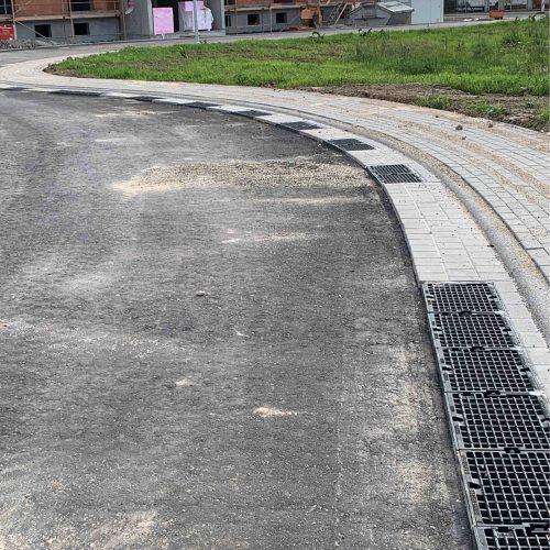 """Insgesamt 185 m D-Rainclean®-Sickermulde sind im Baugebiet """"Waldweg"""" einseitig, mit einem Straßengefälle in Richtung Rinne, angelegt worden.  Foto: Funke Kunststoffe"""