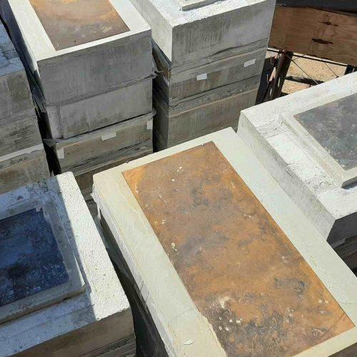 Aus diesen Betonquadern wurden die Pressen- und Absetzstapel für den Absenkvorgang des Überbaus zusammengesetzt. Foto: thyssenkrupp Infrastructure