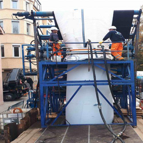 Enorme Dimensionen: Bei einer von Aarsleff in Augsburg durchgeführten Schlauchlinersanierung wurde ein Synthesefaserliner auf einer Länge von rund 104 Metern erfolgreich in einen über einhundert Jahre alten Ortbetonkanal mit Maulprofil DN1500/2000 eingebracht. Foto: Aarsleff Rohrsanierung GmbH