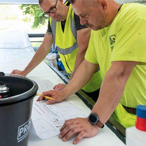 Kontrollierter Einbau: Die Einhaltung der Qualitätsstandards wird in jeder Bauphase überwacht und protokolliert. Foto. D&S Rohrsanierung
