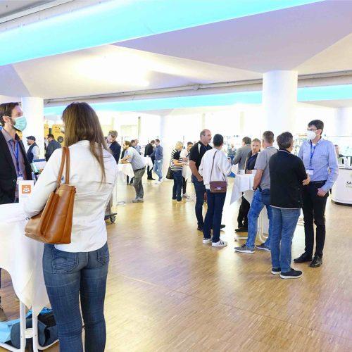 Die begleitende Fachausstellung: an beiden Tagen ein Networking-Highlight für den Informationsaustausch unter Branchenprofis. Foto: TAH