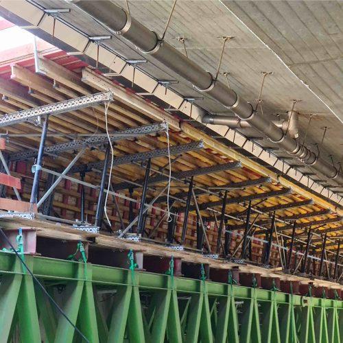 Das zweite Brückenteilbauwerk wird direkt neben dem ersten bereits fertiggestellten errichtet. Foto: BeMo Tunnelling GmbH
